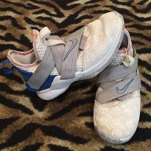 LeBron Soldier 12 Provence Purple Shoe Size 5y